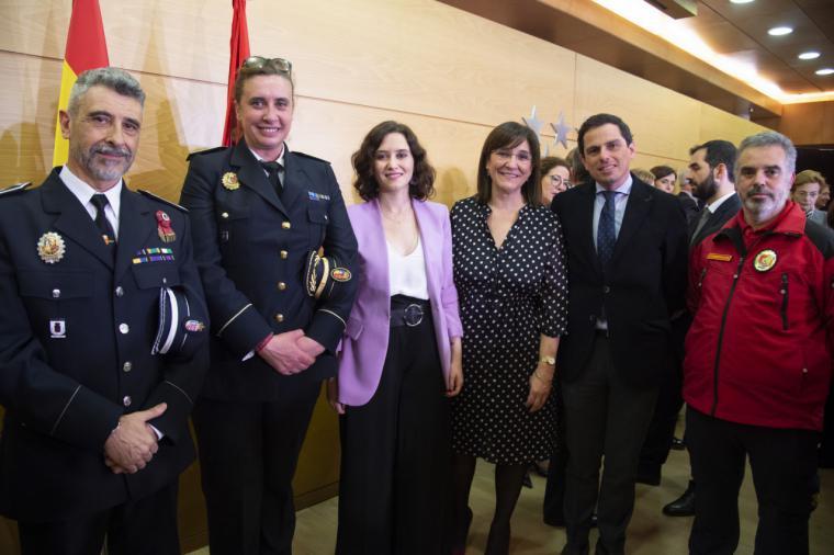 La alcaldesa de Pozuelo de Alarcón recoge la distinción al Ayuntamiento por su apoyo al 112 que se emplaza en la ciudad