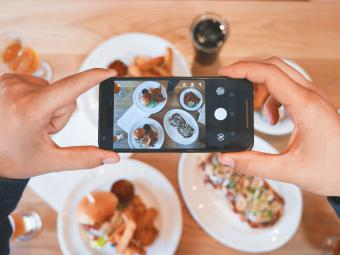 El 70% de los españoles hace fotos a los platos cuando sale a comer fuera