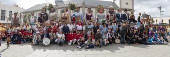 Seis comparsas de Gigantes y Cabezudos de Madrid y Zaragoza visitaron ayer Pozuelo de Alarcón