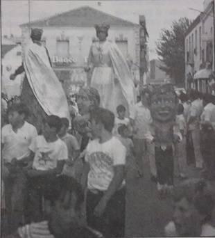Los gigantes de Pozuelo en la plaza del Rey. Años 60. Foto publicada en Facebook por Francisco M. Barrio