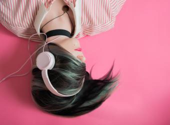 Cómo cuidar tus oídos con el uso de auriculares