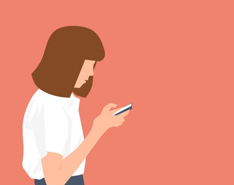 La Comunidad estrena en septiembre la limitación del uso del móvil en las aulas para mejorar el rendimiento académico y luchar contra el acoso escolar