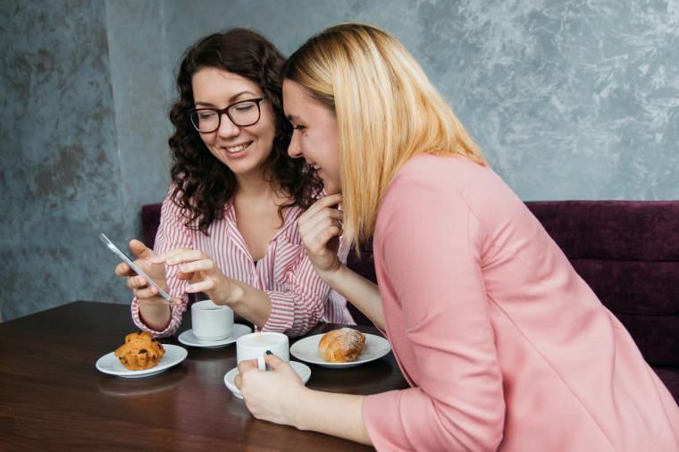 Pozuelo impulsa el aprendizaje de idiomas entre los jóvenes con un programa de intercambio en restaurantes de la ciudad