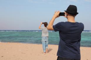 El 87% de los españoles considera el móvil como un objeto imprescindible en vacaciones.