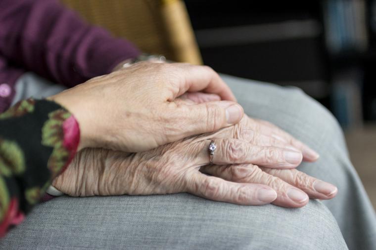 La Comunidad de Madrid sigue flexibilizando el protocolo de visitas a las residencias de mayores gracias a la vacunación contra el COVID-19