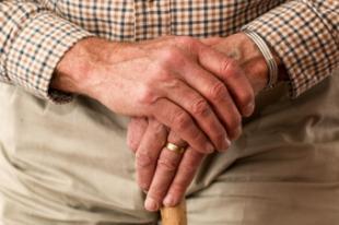 El Ayuntamiento y la Asociación Parkinson Madrid colaboran para atender a las personas que padecen esta enfermedad