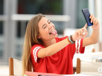 Casi la mitad de los jóvenes españoles abre su primer perfil en redes sociales antes de cumplir 14 años