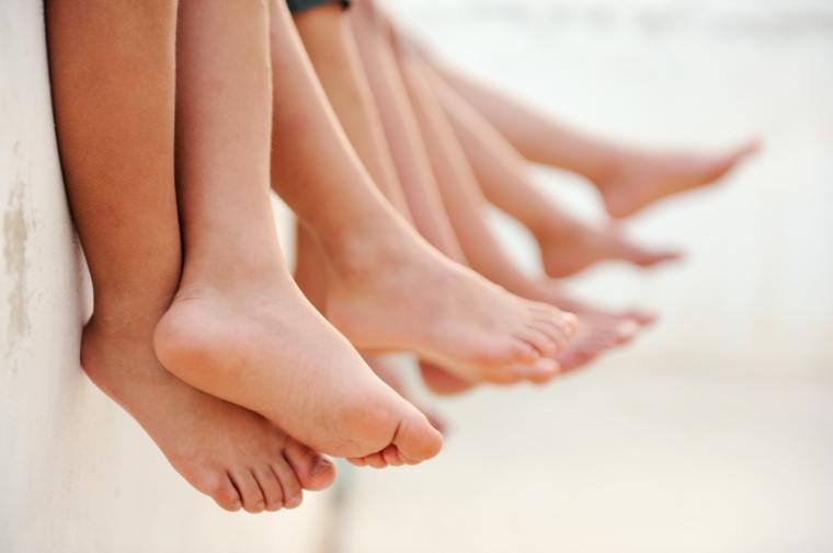 Vigila los pies de los más pequeños