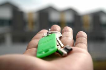 La Comunidad de Madrid aplica una nueva reducción en las rentas de alquiler a los locales comerciales de la Agencia de Vivienda Social
