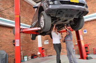 La crisis del sector automovilístico va más allá: coches más viejos, sin seguro ni ITV