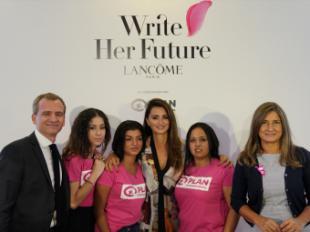 El proyecto mundial 'Write Her Future' ayudará a 40 mujeres con analfabetismo funcional en España