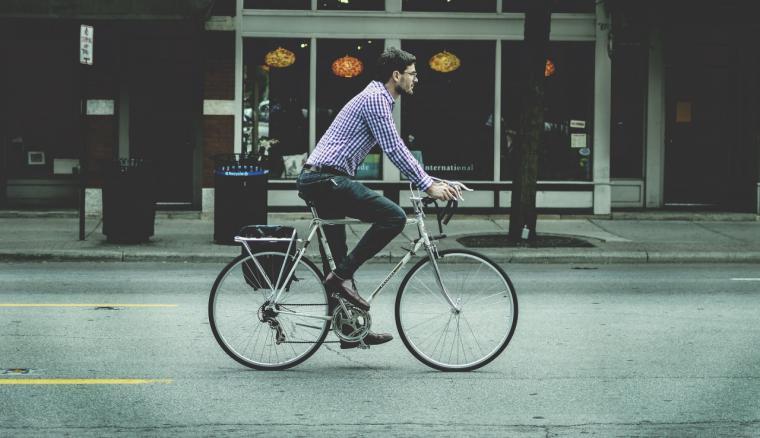 Moverse en bici, el secreto de la felicidad danesa llega a tres ciudades de España