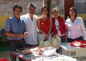 Los exportavoces del PSOE en el Ayuntamiento de Pozuelo Vicente Somoano, Eva izquierdo, María Carvajales y Esther Alonso con el candidato a la Alcaldía, Ángel González Bascuñana.