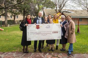 """Centro Villa Paz recibe el premio del primer galardonado en la pasada edición de """"Pozuelo de Tapas"""" celebrada en primavera"""