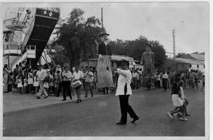 Chavini regulando la circulación en las Fiestas de Pozuelo.  Años 70.