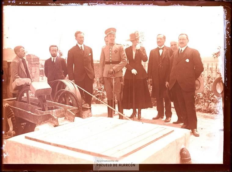 Los Reyes de España, Alfonso XIII y Doña Victoria Eugenia, inaugurando el hospital de tuberculosos de Húmera. 13 de mayo de 1916.