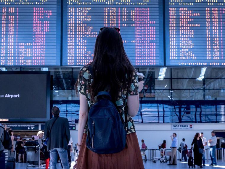 Al 61% de los españoles le gustaría viajar en Navidad para huir de la familia