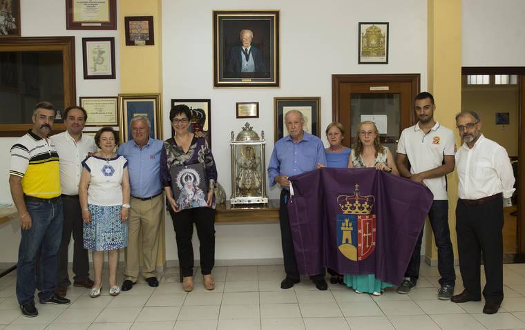 La alcaldesa de Pozuelo en la sede de la Congregación de Nuestra Señora de la Consolación Coronada