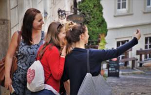 ¿Deberías viajar para hacer amigos alrededor del mundo?