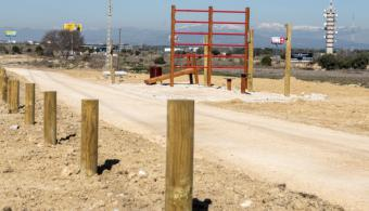 Finalizada la construcción de la senda biosaludable que une la urbanización La Cabaña con la Avenida Juan Antonio Samaranch