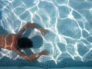 FAMMA advierte del riesgo de lesión medular por zambullidas imprudentes en las piscinas con motivo de la llegada del verano