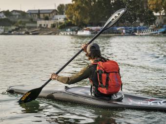 Mochila flotante ideal para deportes acuáticos