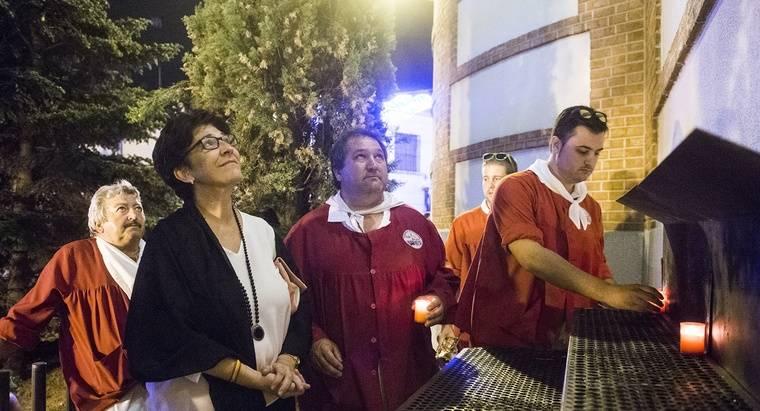 Pozuelo despide las Fiestas Patronales con velas a la Virgen