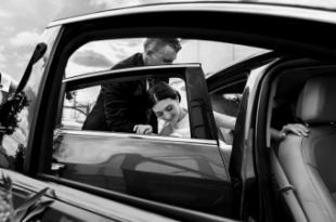 Estar casado sale a cuenta: pagan hasta un 43% menos por su seguro de coche