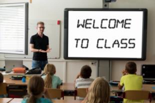 Díaz Ayuso anuncia que el curso 2022/23 estrenará la bajada histórica de ratio a 20 alumnos por clase y que comenzará en Infantil
