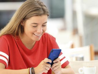 Casi la mitad de los menores a partir de 16 años recibe contenido sexual a través de su smartphone