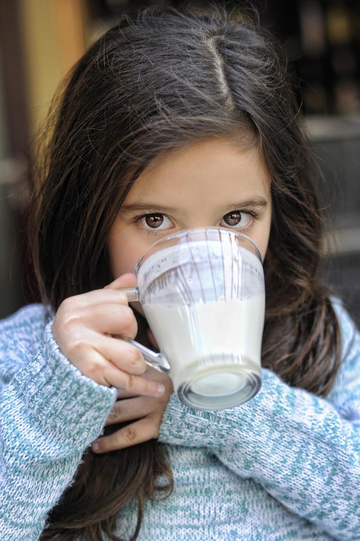 Se repartirán 36 envases de leche entera o semidesnatada sin lactosa a cada alumno este curso a partir de enero